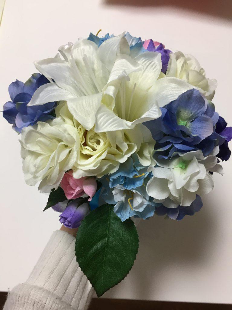 100均の造花で作ったブーケを上から見た写真